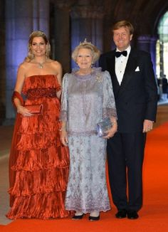 Princess Maxima (L), Queen Beatrix and Crown Prince Willem-Alexander of the Netherlands arrive for a dinner at the occasion of the abdication of Dutch Queen Beatrix and the investiture of Prince Willem Alexander as King, 29 April 2013