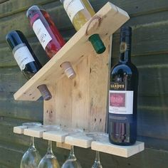 Pallet Shelves Projects How to Turn Recycled Pallets into Pallet Wall Shelves Wooden Pallet Wall, Pallet Wall Shelves, Diy Pallet Sofa, Pallet Walls, Wooden Pallet Projects, Wooden Pallet Furniture, Wooden Pallets, Pallet Ideas, Wooden Diy