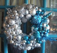 Georgia Peachez-inspired wreath with vintage and contemporary ornaments!