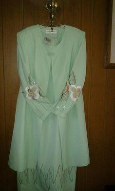 Donnavinci V.Pretty dress two pic dress& coat size 14 F 4 $60. Newt $60.00
