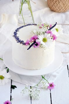 Elodie's Bakery: Lavender vanilla bean cake | Layer cake à la lavan...