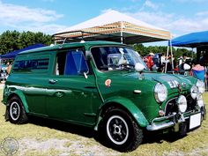 Proper #SaturdayStunner Mini Van from Japan! Need I say more? #mini #Minifamily #minicooper #classicmini #miniworld #oldmini #minis #minilife #miniforever #minilove