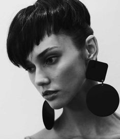 ksenia kahnovich backstage. I would usually hate huge geometric earrings like this but whatever. It works here. (phtfs)