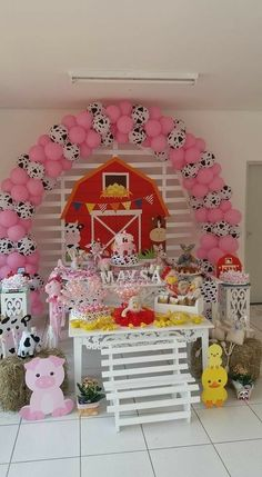 pink pigs and black/white cows Farm Themed Party, Barnyard Party, Pig Party, Farm Party, Farm Animal Party, Farm Animal Birthday, Cowgirl Birthday, Cow Birthday Parties, Farm Birthday
