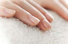 Bastan unos minutos a la semana para tener unas uñas sanas y fabulosas. ¡Descubre cómo!