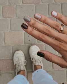 How to use nail polish? Nail polish on your own friend's nails looks perfect, but you can't apply nail polish as you want? You will get gone nail polish co Minimalist Nails, Ten Nails, Nagellack Trends, Dream Nails, Neutral Nails, Autumn Nails, Cute Fall Nails, Fall Nail Art Autumn, Perfect Nails