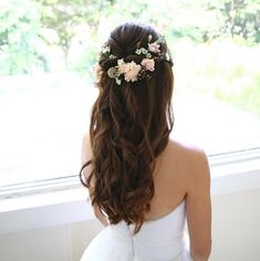 Half up half down wedding hairstyles,partial updo bridal hairstyles - a great options for the modern bride from flowy bohemian to clean contemporary #weddinghairstyles