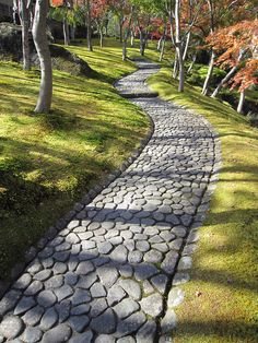 - Mooie bestrating voor evt pad - Maple garden - Stone pavement in the maple garden at Hakone Museum, Japan (by Yuichi Handa). Front House Landscaping, Backyard Walkway, Backyard Landscaping, Walkway Ideas, Front Walkway, Patio Ideas, House Landscape, Landscape Architecture, Landscape Design