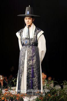 성균관 스캔들 한복 - Google Search Korean Hanbok, Korean Dress, Korean Outfits, Korean Traditional, Traditional Dresses, Oriental Fashion, Asian Fashion, African American Fashion, Culture Clothing