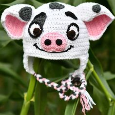 Exceptional Stitches Make a Crochet Hat Ideas. Extraordinary Stitches Make a Crochet Hat Ideas. Disney Crochet Hats, Crochet Animal Hats, Crochet Kids Hats, Crochet Baby Booties, Crochet Beanie, Crochet Clothes, Knitted Hats, Bonnet Crochet, Crochet Pig