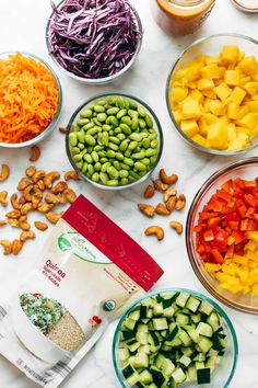 Crunchy rainbow veggies, juicy fresh mango, fluffy quinoa, chili lime cashews, and some creamy peanut dressing. What Is Quinoa, How To Cook Quinoa, Quinoa Salad Recipes, Healthy Recipes, Healthy Salads, Quinoa Benefits, Peanut Dressing, Dried Mangoes, Vegetables