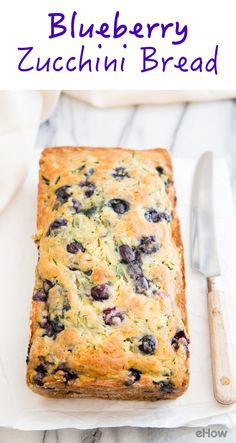 This quick and easy blueberry zucchini bread celebrates some of the best parts… Köstliche Desserts, Delicious Desserts, Dessert Recipes, Yummy Food, Zucchini Bread Recipes, Healthy Zucchini Bread, Zuchinni Bread, Eat Better, Blueberry Recipes