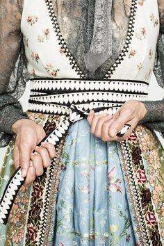 Norwegian Clothing, Costumes Around The World, Folk Clothing, Hippie Outfits, Folk Costume, Traditional Dresses, Diy Clothes, Bohemian Style, Boho Fashion