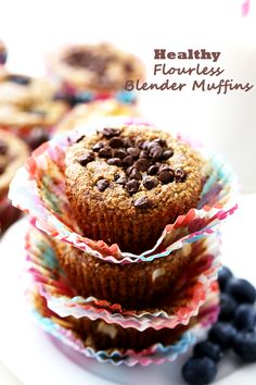 Healthy Flourless Blender Muffins - Super soft and healthy muffins packed with oats and bananas, and whipped up in the blender. SO delicious, you won& believe they are under 110 calories each! Healthy Muffins, Healthy Dessert Recipes, Breakfast Recipes, Healthy Food, Brunch Recipes, Breakfast Ideas, Healthy Meals, Delicious Recipes, Easy Recipes