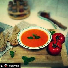 En güzel mutfak paylaşımları için kanalımıza abone olunuz. http://www.kadinika.com Sizden gelenler#Repost @mustytsn with @repostapp.  Zuppa di pomodoro italiano  (domates çorbası) #soup#tomato#tomatosoup#tomatosoupandgrilledcheese#çorbalar#domates#domateşçorbası#homemade#evyapımı#foodart#foodgasm#foodporn#foodtube#yemekrium#mutfakgram#mutfakstilim#mukemmellezzetler#midemühendisi#lezzetrium#lezzetlerim#tarifçegram#tarifler#