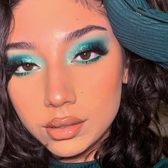 I have been seeing the color green everywhere I go, so I decided to finally sit down and do a green look. It is slowly becoming my favorite… Makeup Eye Looks, Creative Makeup Looks, Full Face Makeup, Pretty Makeup, Skin Makeup, Eyeshadow Makeup, Fire Makeup, Blue Eyeshadow Looks, Flawless Makeup
