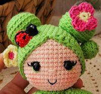 Patrón Gratuito ♥ Muñeca cactus - Cactrina Cactus, Crochet Hats, Handmade, Crochet Magazine, Felt Art, Crochet Dolls, Disney Crochet Patterns, Amigurumi Patterns, Yarn Balloon