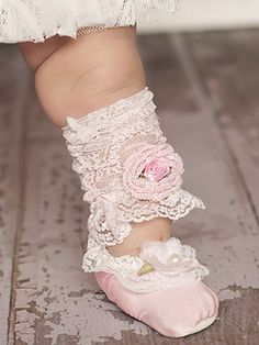 Pink with Lace Ballet Slippers So cuuute! Just remember not to leave them on baby's feet too long because shoes are actually bad for little teeny baby feet - even though it's precious! Ballerina Legs, Little Ballerina, Ballerina Outfits, My Little Girl, Little Princess, Pearl And Lace, Precious Children, Baby Steps, Baby Feet