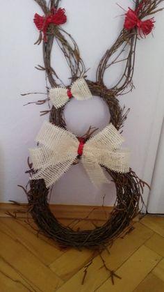 Diy Easter Decorations, Christmas Decorations, Ester Decoration, Easter Crafts, Christmas Crafts, Spring Crafts For Kids, Easter Wreaths, Diy Wreath, Felt Flowers