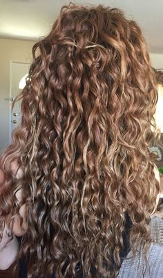 Curly hair Emerald Forest moisturizing shampoo with Sapayul oil for healthy beautiful hair Sulfate free vegan friendly cruelty free shampoo shop at Long Curly Hair, Curly Hair Styles, Natural Hair Styles, Curly Hair Salon, Pretty Hairstyles, Easy Hairstyles, Wavy Haircuts, Gorgeous Hair, Hair Looks