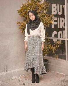 New style hijab casual rok Ideas Ootd Hijab, Casual Style Hijab, Casual Hijab Outfit, Hijab Chic, Hijab Dress, Modern Hijab Fashion, Muslim Fashion, Modest Fashion, Korean Fashion