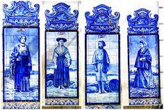 Painéis de azulejos de figuras típicas [Antiga Estação Ferroviária de Aveiro] - Aveiro.