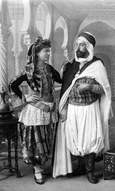 Africa | Algerian couple.  End 19th to early 20th century || Vintage print