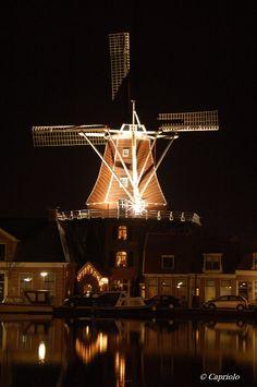 De molen van Meppel, mooi verlicht