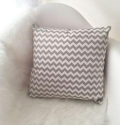 Décoration d'intérieur tendance | Coussin chevron gris, esprit scandinave