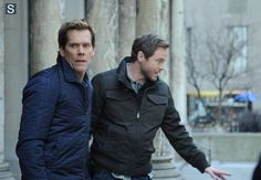 Ryan Hardy (Kevin Bacon) and Mike Weston(Shawn Ashmore)