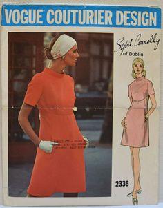 Vintage 1960s Vogue Couturier Designer 2336 Dress Pattern Size 10 | eBay Vogue Patterns, Vogue Vintage, Vintage Fashion, Vintage 70s, Robes Vintage, Vintage Dresses, Corsage, Bias Cut Dress, Vintage Dress Patterns