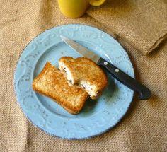 Toast con ricotta, cioccolato e miele