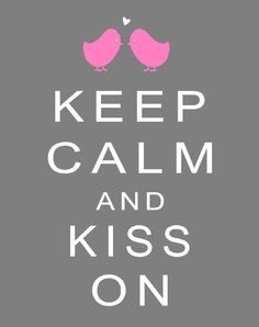 Keep Calm ♥ Kiss On free printable #valentinesdayprintable #valentinesday