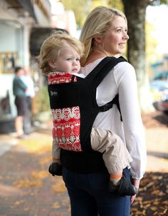 The Mothering Mavens offer up their love for Boba Carrier 4G! #babywearing click through for the baby carrier review