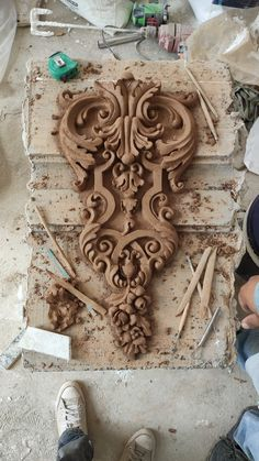Cement Design, Rococo Furniture, Stuck, Wood Carving Art, Play Clay, Carving Designs, Beach Stones, Moulding, Woodcarving