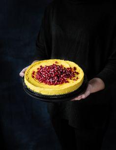 Saffranscheesecake med kondenserad mjölk – no bake Raw Food Recipes, Cooking Recipes, Dessert In A Jar, Cheesecake Desserts, Christmas Goodies, Merry Christmas, Something Sweet, Bakery, Deserts
