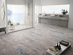 salle de bains spacieuse et moderne avec un carrelage de sol aspect béton à motifs bleus par La Fabbrica