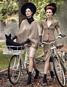 Coco Rocha and Karen Elson in vintage hats from Dorothea's Closet, Vogue Sept Steven Meisel News Fashion, Foto Fashion, 1940s Fashion, Vintage Fashion, Bike Fashion, Fashion Editor, Fashion Stylist, Plaid Fashion, Vintage Couture