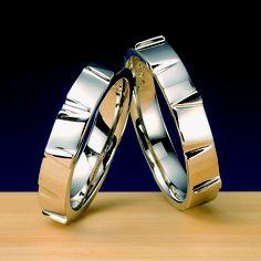 結婚指輪 満点星 -mantenbosi-  満天星躑躅(どうだんつつじ:白い鈴蘭の様な花)をデザインした作品。幾千の鈴の様に幸せを運ぶと言われている花、幸運の象徴としておふたりの左の薬指にお着け下さい。    Wedding ring   Full-marks star -mantenbosi- Work which designed the whole sky star azalea ( a flower like a white lily of the valley).   Please stick to the third finger on the left of two persons as the flower said to carry happiness like what 1000 bell, and a fortunate symbol.
