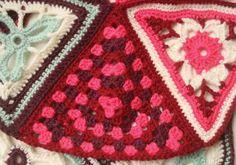 Pt 4 Written Pdf Pattern for Patons Wool DK Crochet Along - Week 4 | Make It Coats http://www.makeitcoats.com/en-gb/images/Crochet%20along%202015%20week%204_tcm71-180176.pdf