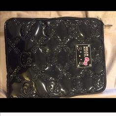 Hello kitty ipad case Like new! Never used. Hello Kitty Accessories