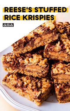 Reese's Stuffed Rice Krispies Treats – Rice recipes Candy Recipes, Sweet Recipes, Cookie Recipes, Fudge Recipes, Rice Recipes, Recipies, Bar Recipes, Yummy Recipes, Yummy Food