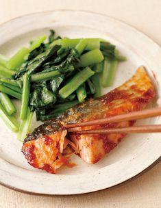 使える魚No.1・鮭の、とっておきレシピをご紹介。「照り焼き」ならバリエーションが一気に広がる! Orange, Japanese Food, Food And Drink, Meat, Chicken, Cooking, Recipes, Kitchens, Kitchen
