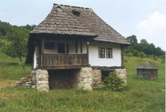 Traditional house at Bujoreni open-air museum, north of Râmnicu Vâlcea.