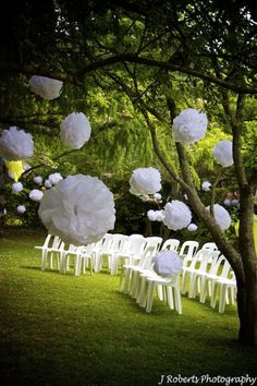 If you want to plan an outdoor wedding this summer, why not plan a garden wedding? Many celebrities are having their wedding outdoors and the trend of a garden wedding is becoming more and more popular. Wedding Decorating Tips, Wedding Tips, Our Wedding, Trendy Wedding, Garden Party Wedding, Outdoor Wedding Decorations, Outdoor Weddings, Outdoor Events, Decor Wedding