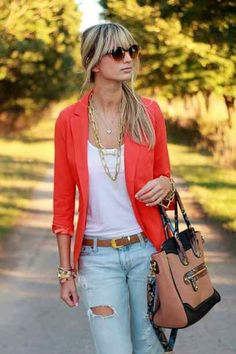 Nice 37 Stunning Winter Outfits Ideas With Light Wash Jeans. More at http://trendwear4you.com/2018/01/02/37-stunning-winter-outfits-ideas-light-wash-jeans/