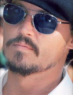 Check out production photos, hot pictures, movie images of Johnny Depp and more from Rotten Tomatoes' celebrity gallery! Kentucky, The Hollywood Vampires, Johnny Depp Pictures, Here's Johnny, Johny Depp, Johnny Depp Movies, Captain Jack Sparrow, Hot Actors, Artists