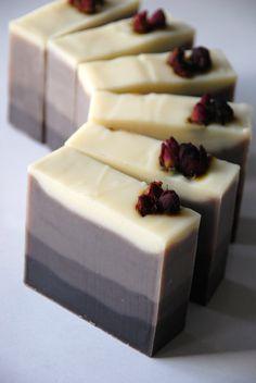 Jabones artesanales- Love the colors of this soap! Homemade Beauty, Diy Beauty, Handmade Soaps, Handmade House, Handmade Headbands, Handmade Pottery, Handmade Rugs, Handmade Crafts, Savon Soap