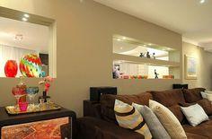lampadas de led sala de estar com prateleiras maria claudi