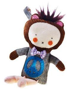 Los muñecos iDolls llevan altavoces integrados así como una conexión para un dispositivo MP3 (¡cabe hasta un iPhone!), el cual queda fuera de la vista y del alcance de los niños mediante un velcro... http://www.mibabyclub.com/tienda/juguetes/juguetes-bebes/peluche-idoll-pax-para-mp3.html